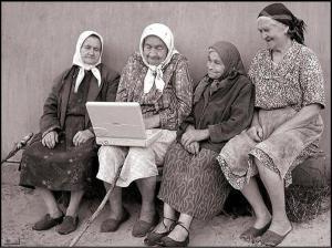 ancianas-se-rien-con-portatil