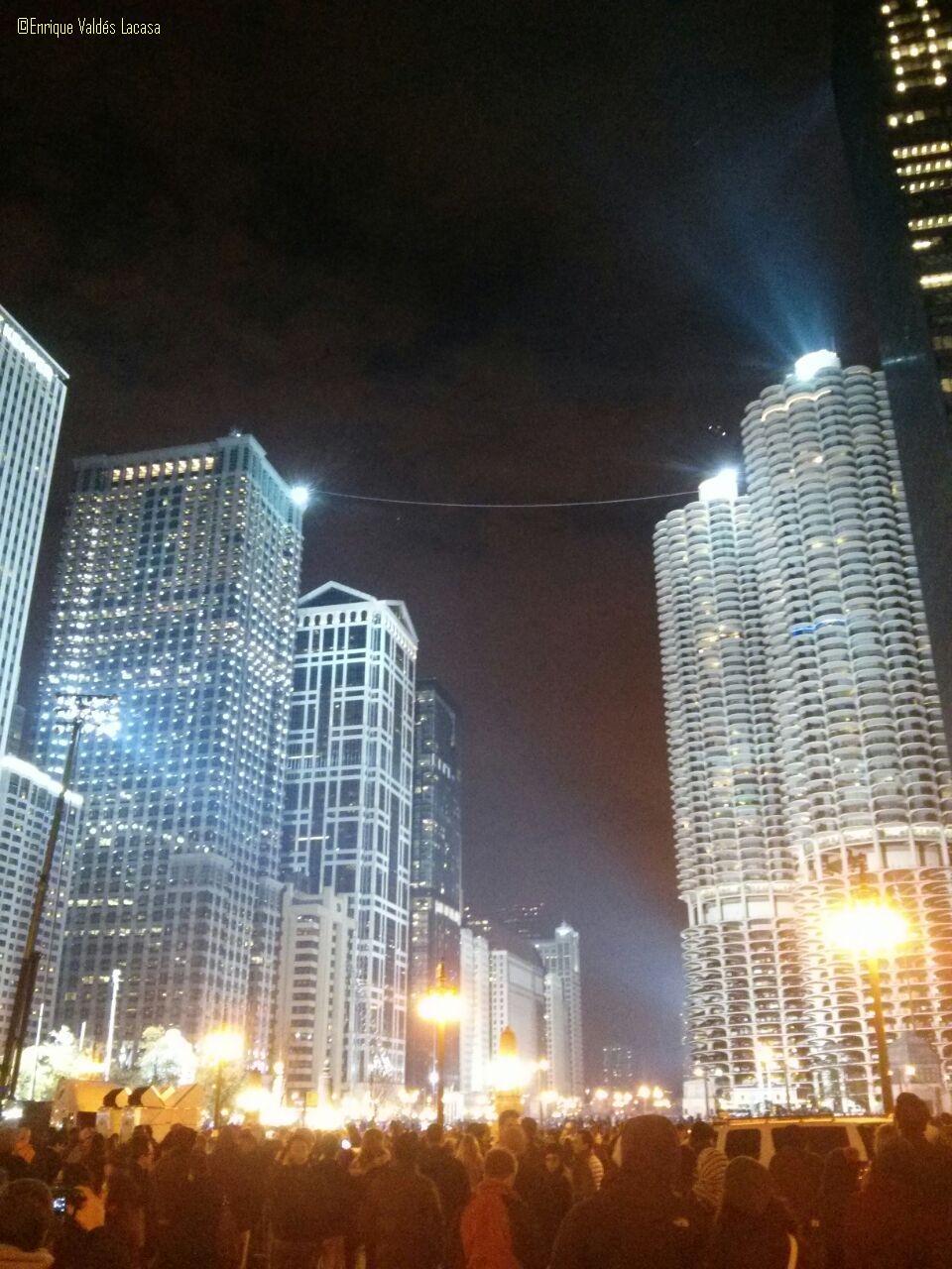 Chicago noche, 2 de noviembre de 2014. Funambulista Nik Wallenda
